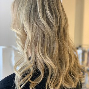 blonde-higlights-hair-extensions-oakville-ON